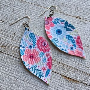 Jewelry - 🌸Wildflowers leather earrings - hot pink & aqua